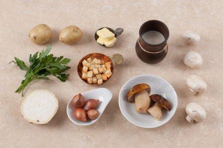 Ингредиенты для крем супа из шампиньонов фото