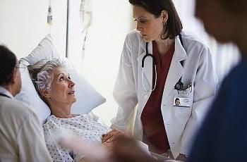 Признаки инсульта у женщин – фото