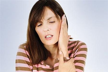 Боль за ухом при нажатии. Симптомом какого заболевания является подобная боль?