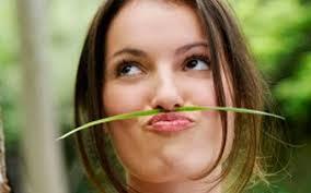 Почему у женщин над верхней губой появляются усики фото