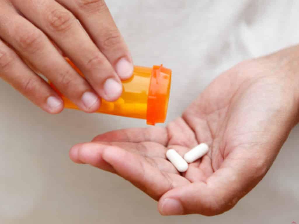 Антибиотики при мастите и лактостазе для кормящей мамы: какие разрешены, особенности лечения, отзывы